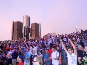 GM Building, Main Stage Crowd