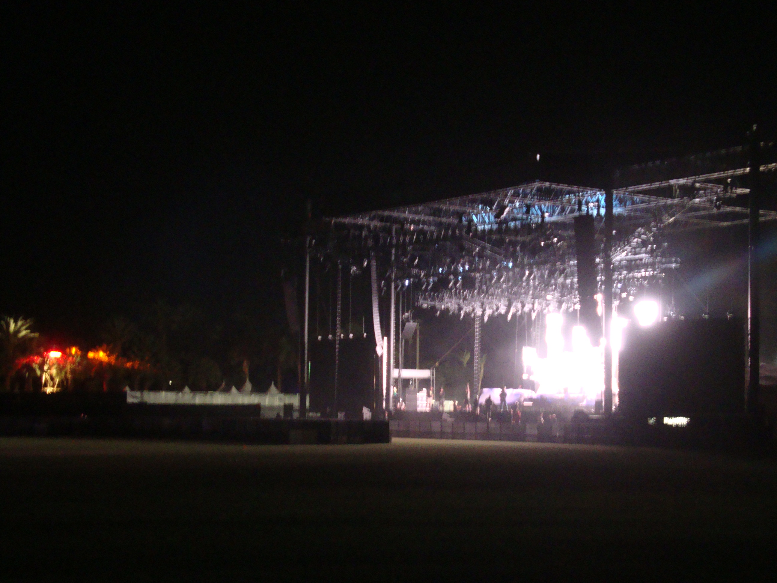 Empty outdoor rock stage - Thursday Night Empty Grounds Main Stage Visuals Were Going Off